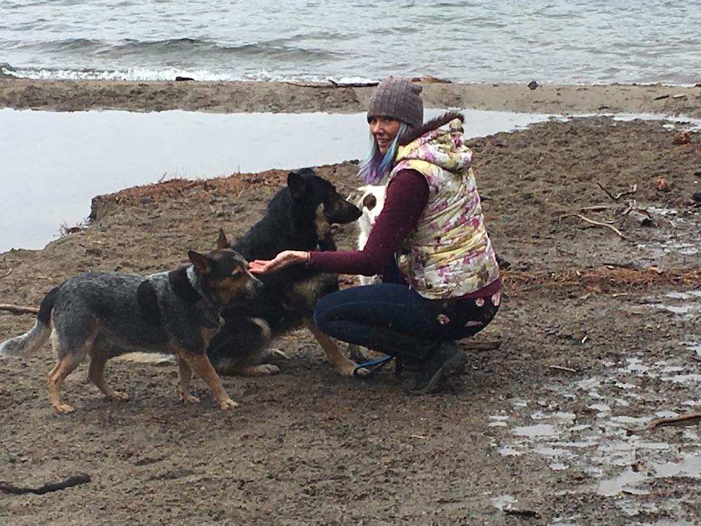 Jessi Collomb got dogs